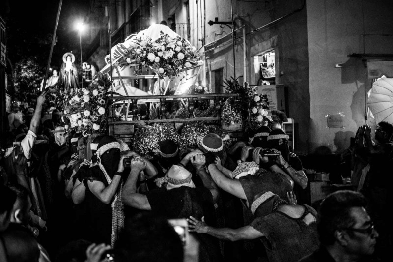 The brotherhood bearing the body of Christ are helped down the stairs from Plaza de San Fernando to the main street. Roman soldiers lift power lines with their spears above the floats to avoid any tangling.
