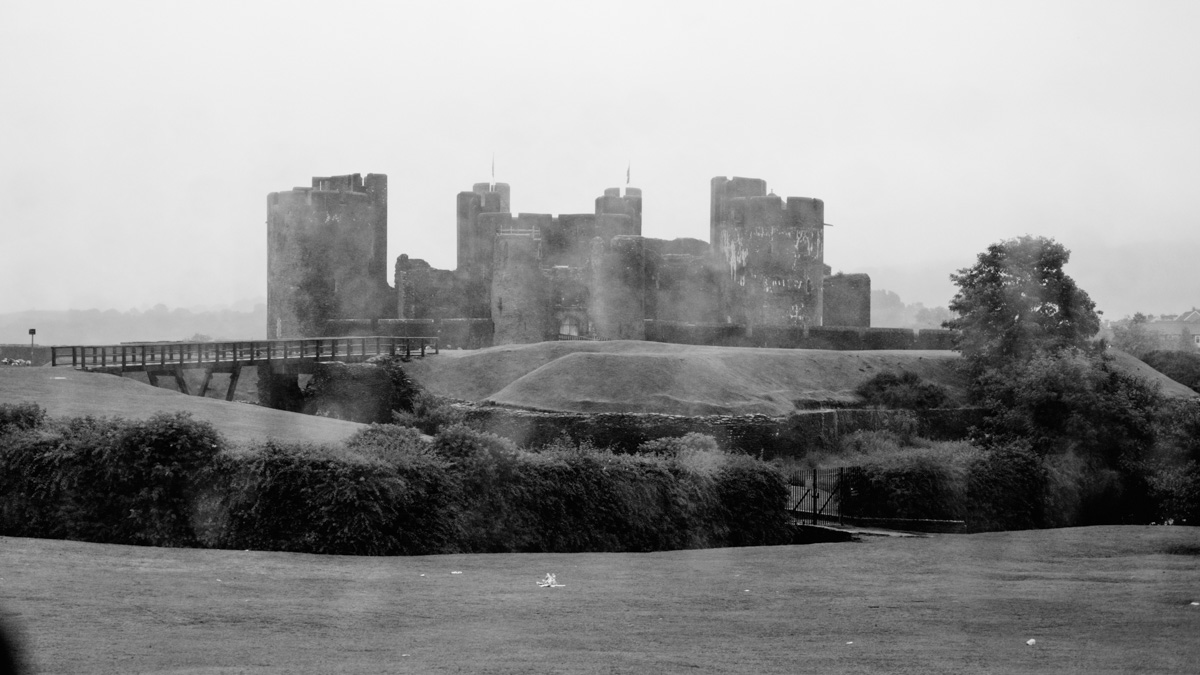 Got 15 minutes to snap a picture of Caerphilly Castle, one of the great medieval castles in Wales. Caerphilly was the castle that revolutionized military fortification planning back in the 1200s. Heaps more nerdy info here (good stuff, I promise): http://www.castlewales.com/caerphil.html