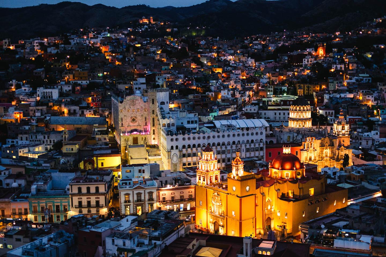 Evening lights, Universidad de Guanajuato and Basílica de Nuestra Señora de Guanajuato. Guanajuato, Mexico 2016