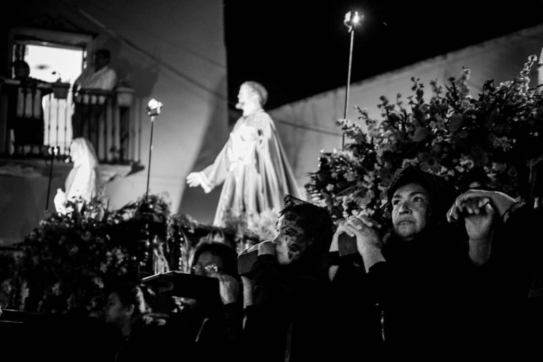 The bearers (all women) of Our Lady of Solitude, Jesus, and the Virgin Mary on their respective floats, begin the slow march out of Plaza de San Roque through the streets of Guanajuato